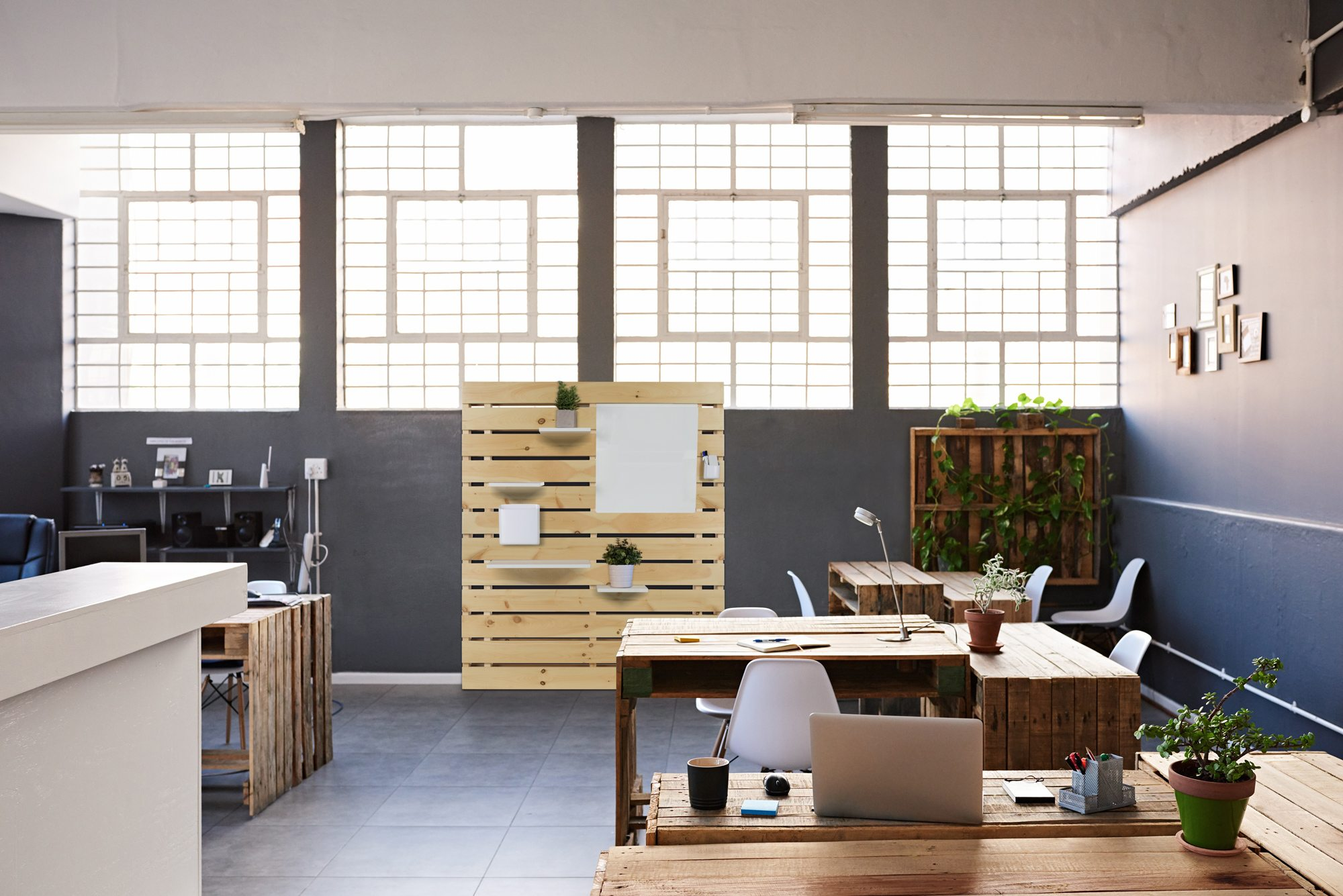 An environment photo of the product Pallet Wall